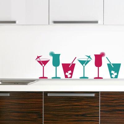 Naklejki ścienne w postaci kolorowych drinków (źródło: pinterest.com)