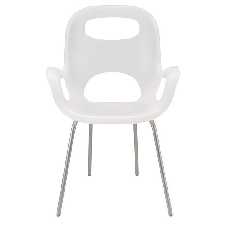 Białe krzesło na metalowych nogach (źródło: pinterest.com)