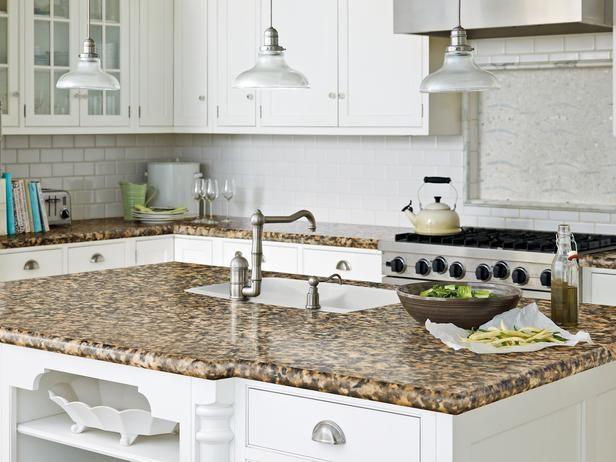 blat kuchenny z laminatu imitującego kamień (źródło: pinterest)