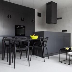 kuchnia w odcieniach czerni