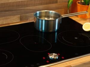 garnek indukcyjny na kuchni indukcyjnej