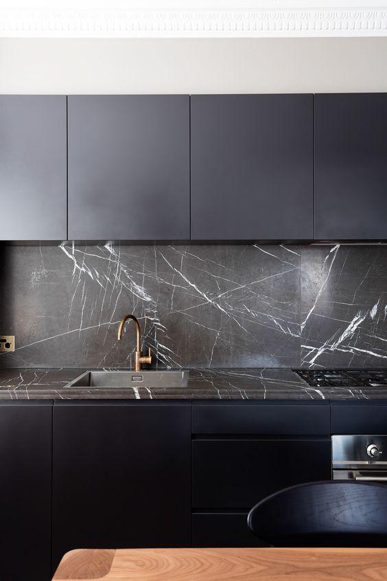 kamienna ściana w kuchni