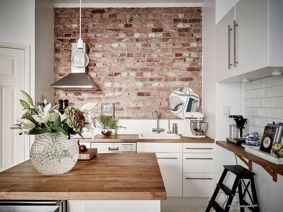 ściana z cegły